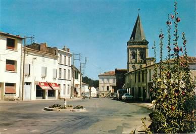 """/ CPSM FRANCE 17 """"Le Gua, la rue principale avec l'église"""""""