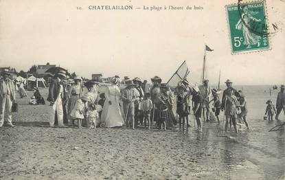 """/ CPA FRANCE 17 """"Chatelaillon, la plage à l'heure du bain"""""""