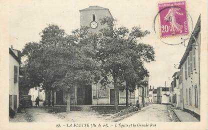 """/ CPA FRANCE 17 """"La Flotte, l'église et la grande rue"""""""