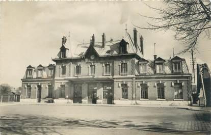 "/ CPSM FRANCE 80 ""Peronne, la gare"""