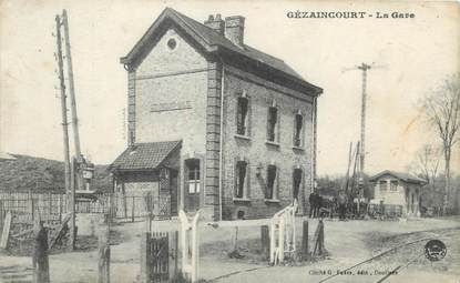 "/ CPA FRANCE 80 ""Gézaincourt, la gare"""