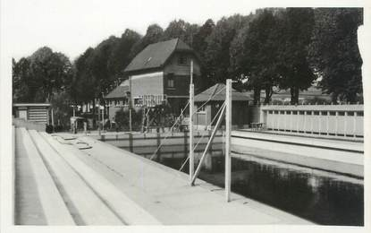 Cpsm france 80 doullens piscine 80 somme doullens for Piscine doullens