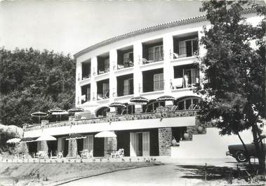 """/ CPSM FRANCE 83 """"Cavalaire sur Mer, hôtel résidence Beach"""""""