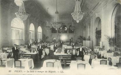 """/ CPA FRANCE 03 """"Vichy, la salle à manger du Majestic, hôtel"""""""