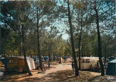 "/ CPSM FRANCE 33 ""Grand Crohot Océan, camping sous les pins"""