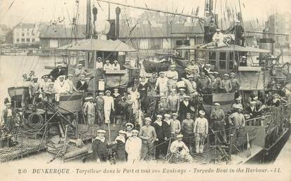 """CPA FRANCE 59 """"Dunkerque, torpilleur dans le port et tout son équipage"""""""