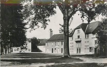 """CPSM FRANCE 38 """"Les Abrets, Place Cuchet"""""""