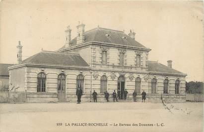 """CPA FRANCE 17 """" La Pallice Rochelle, le bureau des Douanes """""""