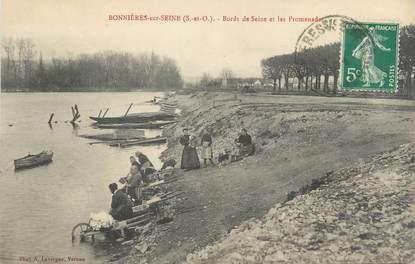 """CPA FRANCE 78 """"Bonnières sur Seine, bords de Seine et les promenades"""" / LAVEUSE"""