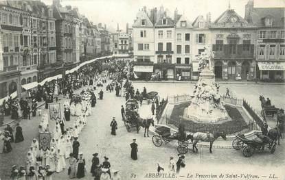 """CPA FRANCE 80 """"Abbeville, la procession de Saint Vulfran"""""""