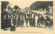 """29 Finistere CPA FRANCE 29 """"Pont l'Abbé, place de la Madeleine, jour de marché"""""""