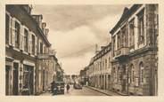"""29 Finistere CPA FRANCE 29 """"Landivisiau, la mairie et la rue de Brest"""""""