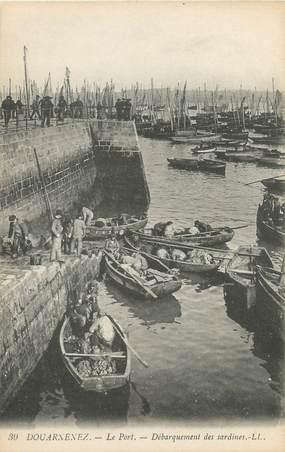 """CPA FRANCE 29 """"Douarnenez, le port"""" / PECHE"""