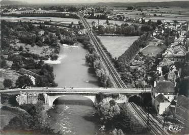 """CPSM FRANCE 64 """"Coaraze, vue aérienne, le pont sur la Gave de Pau"""""""