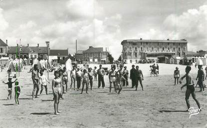 """CPSM FRANCE 85 """"Saint Jean de Monts, la plage """""""