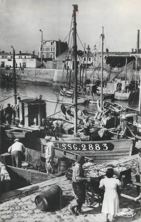 """CPSM FRANCE 85 """"Saint Gilles Croix de Vie, débarquement des Sardines"""""""