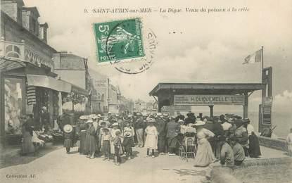 """CPA FRANCE 14 """"Saint Aubin sur Mer, la digue"""""""