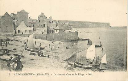 """CPA FRANCE 14 """"Arromanches Les Bains, la grande Cale et la plage """""""