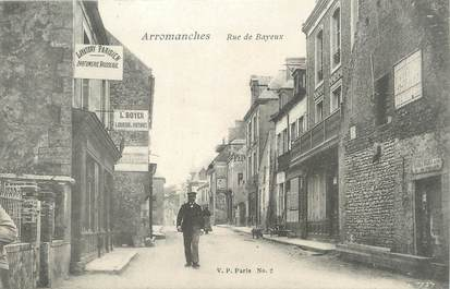 """CPA FRANCE 14 """"Arromanches, rue de Bayeux """""""