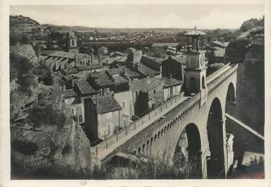 """CPSM FRANCE 13 """"Saint Chamas, pont de l'Horloge et quartier des Pénitents"""""""