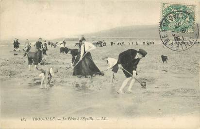 """CPA FRANCE 14 """"Trouville, la pêche à l'Equille"""""""