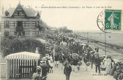 """CPA FRANCE 14 """"Saint Aubin sur Mer, la digue, le jour de la fête"""""""