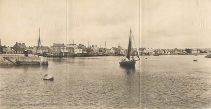 "CPA PANORAMIQUE FRANCE 50 ""Saint Vaast La Hougue, la quais"""