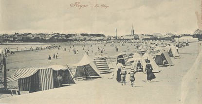 "CPA PANORAMIQUE FRANCE 17 ""Royan, la plage"""