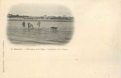 """CPA FRANCE 44 """"La Bernerie, panorama de la plage"""""""