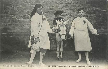 """CPA FRANCE 44 """"Batz, jeunes Paludiers et petit breton"""""""