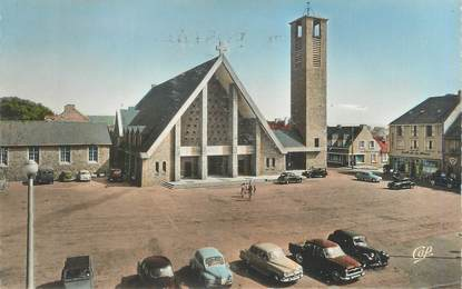 """CPSM FRANCE 62 """"Le Portel, la place et l'église Saint Pierre"""""""