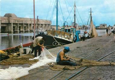 """CPSM FRANCE 44 """"Saint Nazaire, la réparation des filets"""""""