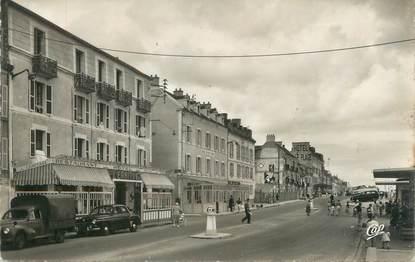 """CPSM FRANCE 14 """"Luc sur Mer, l'hôtel l'Ermitage et la rue Guynemer"""""""