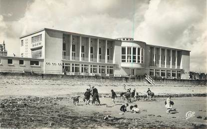 """CPSM FRANCE 14 """"Luc sur Mer, le casino vu de la plage"""""""