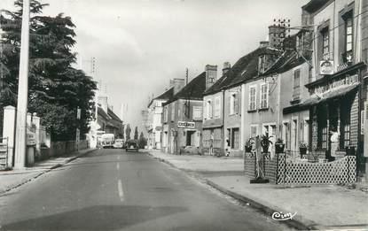 """CPSM FRANCE 72 """"Sceaux sur Huisne, le centre vers Paris"""""""