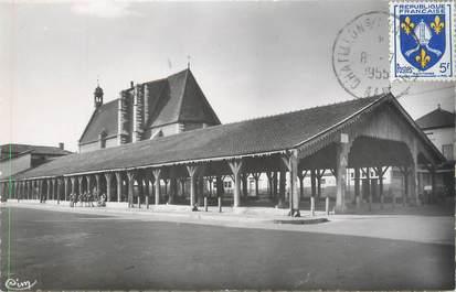 """CPSM FRANCE 01 """"Châtillon sur Chalaronne, les Halles et l'église"""""""