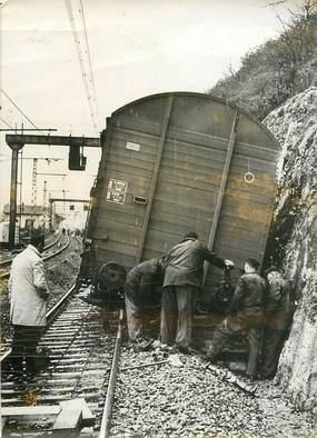 """PHOTO ORIGINALE / PHOTO DE PRESSE / FRANCE 21 """"Velars sur Ouche, 1964"""" / ACCIDENT DE TRAIN"""