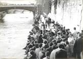 """Theme PHOTO ORIGINALE / PHOTO DE PRESSE / SOCIETE """"Affluence de touristes à Paris, L'Ile de la Cité"""""""
