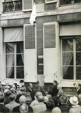 """PHOTO ORIGINALE / PHOTO DE PRESSE / SOCIETE """"Paris, 75004, Inauguration d'une plaque à la mémoire de Francis CARCO""""/ POETE"""