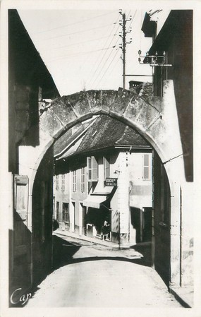 """CPSM FRANCE 73 """"Saint Genix sur Guiers, vieille porte"""""""