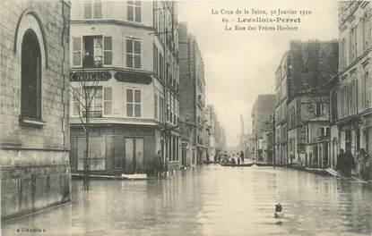 "CPA FRANCE 92 ""Levallois Perret, rue des Frères Herbert"" / INONDATIONS"