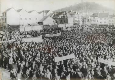 PHOTO DE PRESSE ORIGINALE / Manifestation des mineurs lorrains à Forbach, 1963