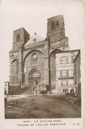 """CPA FRANCE 43 """"La Chaise Dieu, façade de l'église abbatiale"""""""