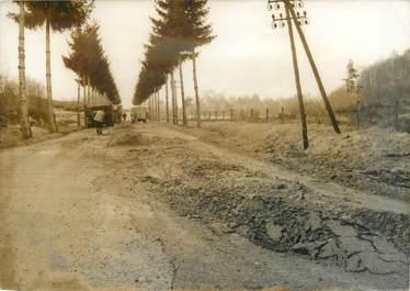 PHOTO DE PRESSE ORIGINALE / Dans la Creuse (23), après le dégel, la chaussée est défoncée, 1963