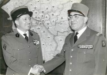 PHOTO DE PRESSE ORIGINALE / Le Colonel Casso au commandement des sapeurs pompiers de Paris, 1963