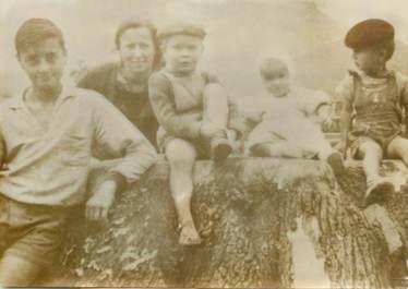 PHOTO DE PRESSE ORIGINALE / 1963, Bègles (33), deux enfants périssent dans les flammes de leur domicile
