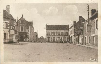 """CPA FRANCE 86 """"Leigné sur Usseau, la poste et la place"""""""