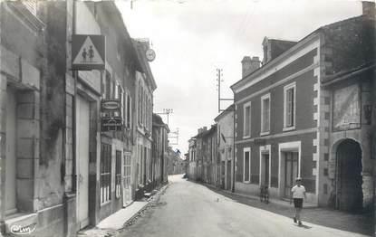 """CPSM FRANCE 86 """"Monts sur Guesnes, rue Saint Avertin"""""""