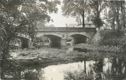 """CPSM FRANCE 86 """"Sommières du Clain, le pont sur le Clain"""""""