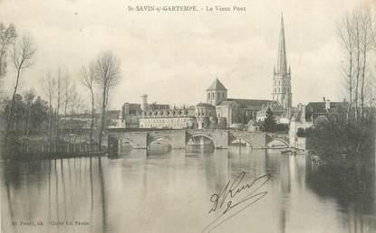 """CPA FRANCE 86 """"Saint Savin sur Gartempe, le vieux pont """""""